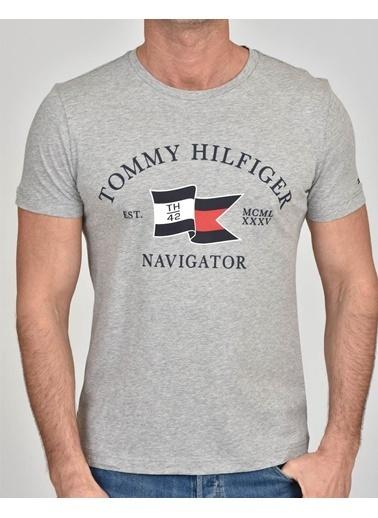 Tommy Hilfiger Erkek  Tişört MW0MW13349-P92 Gri